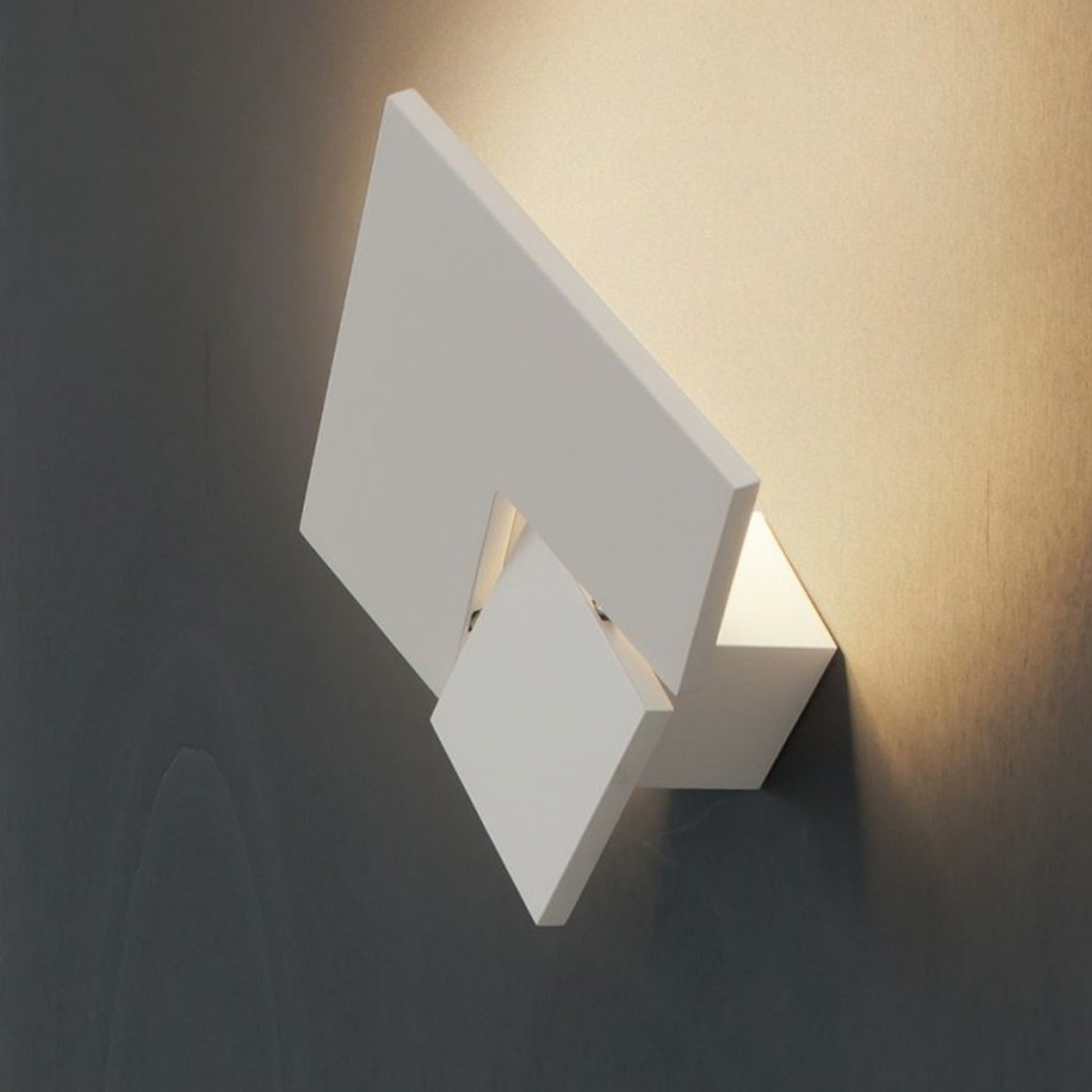 Puzzle twist studio italia design s r l lampade da parete for Lampade da studio a led
